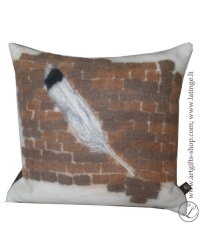 hand-felted-pillow-feather--brown-unique-details-interior-pagalvele-plunksna-ranku-darbo-vilna-1