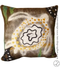 hand-felted-pillow-turtle--brown-unique-details-interior-artist-lina-egle-urbonaite-lgifts-lithuania