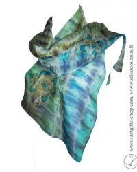 hand-dyed-oainted-silk-scarf-turquoise-ornament-tapytas-silko-salis