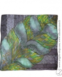 tapyba-nat-silko-silkine-skarele-juoda-zalia-drieziukas-hand-painted-square-silk-scarf-black-green-lizard-hand-made-2