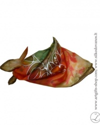 tapyba-nat-silko-silkine-skarele-raudona-zalia-hand-painted-square-silk-scarf-red-olive-hand-made-2